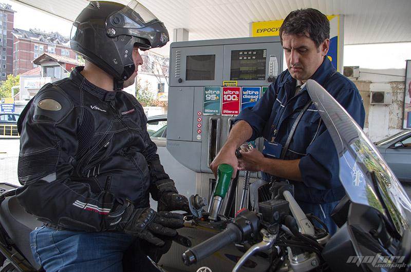 Бензинот поевтинува за 2 денари
