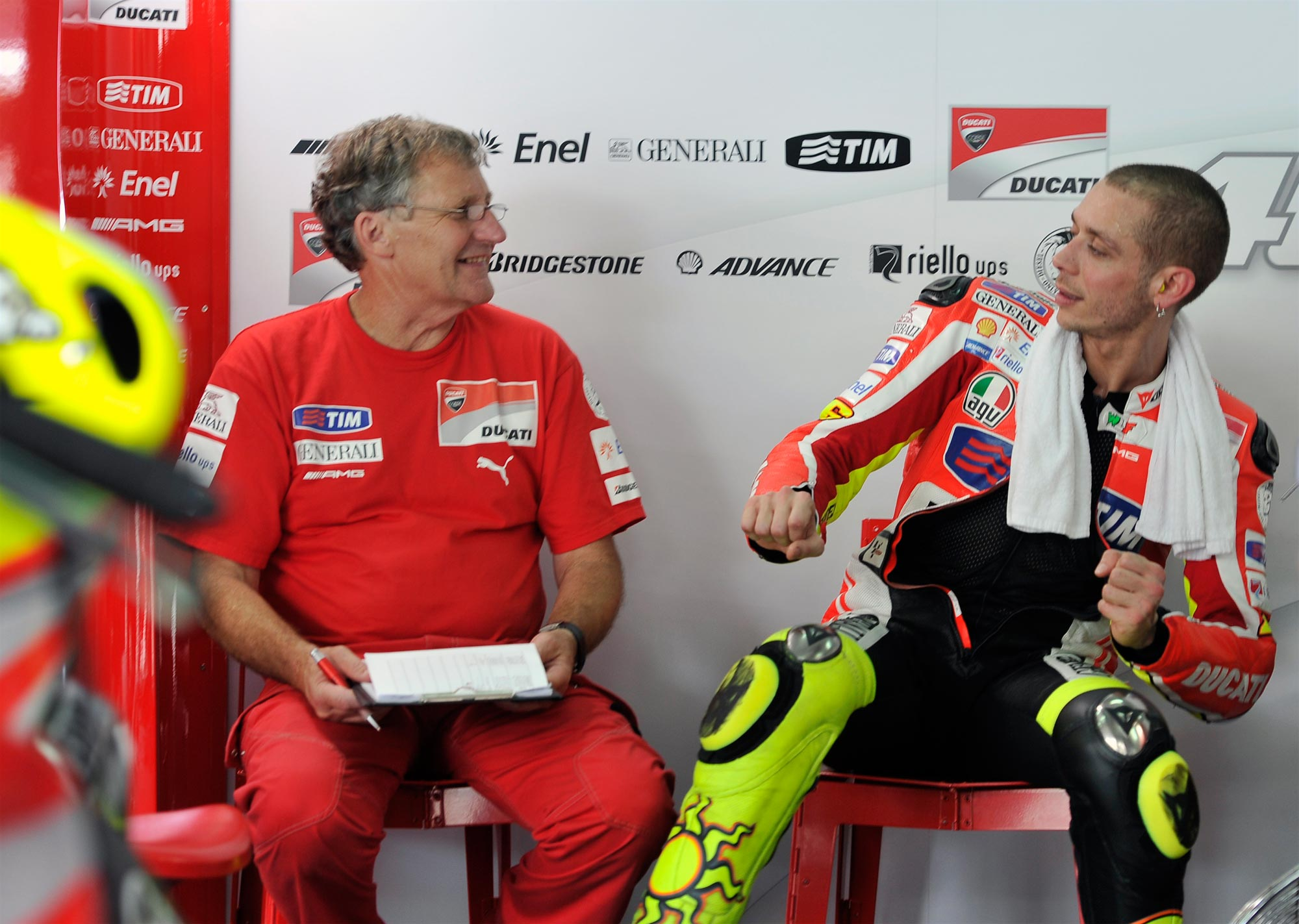 Ducati-Corse-Valentino-Rossi-Jeremy-Burgess-Pitbox-Sepang-test