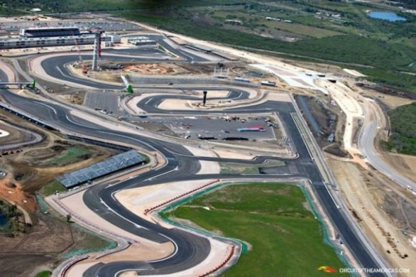 f1-Circuit-of-the-Americas-Formula-One-Racing-Surface-Complete-Photos-B-586x390