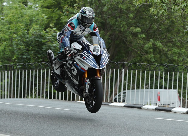 Michael Dunlop Ballaugh Superbike 817