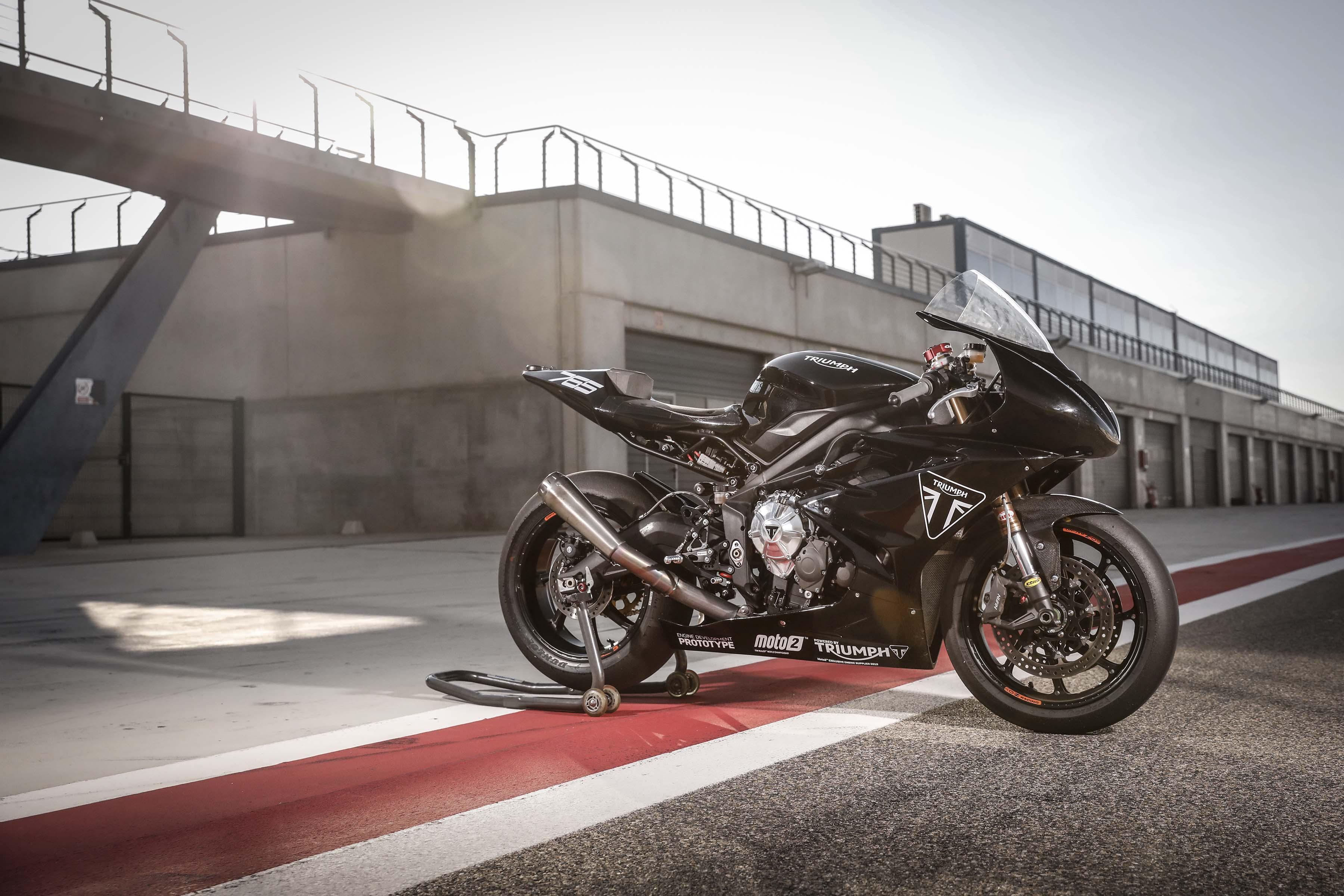 Triumph го тестираше мото 2 моторот со Daytona 765 прототип