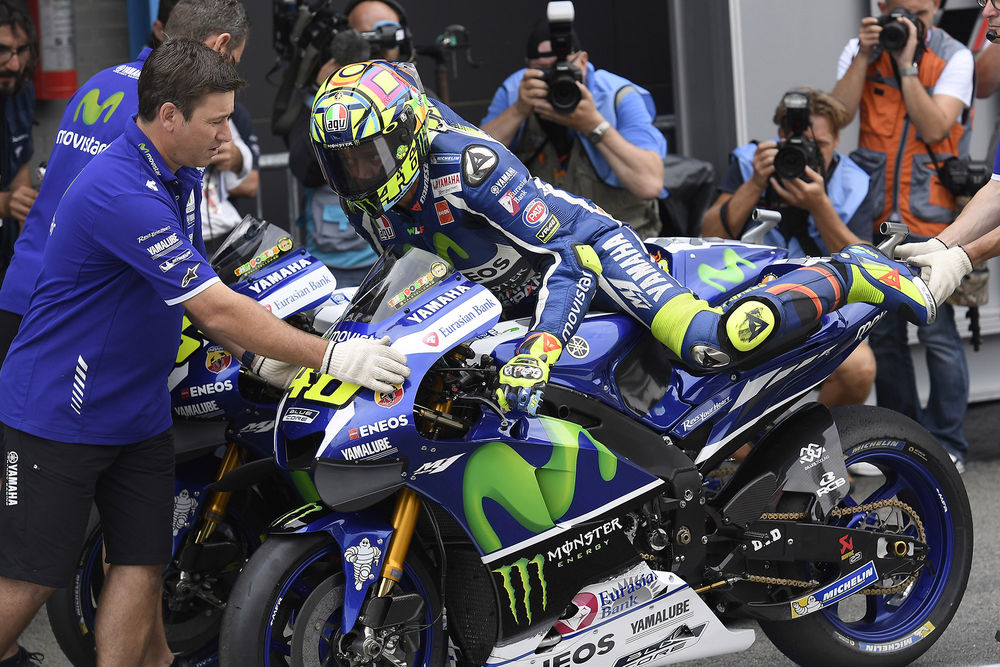 motogp teams to send riders dashboard messages during races rossi
