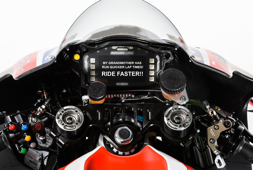 motogp teams to send riders dashboard messages during races 0